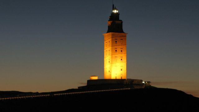 Las visitas nocturnas a la Torre de Hércules arrancan con lista de espera