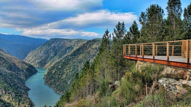 Mirador Ribeira Sacra, uno de los destinos turísticos más populares de Galicia.