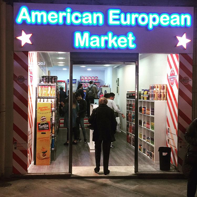 American & European Market en la Calle Real