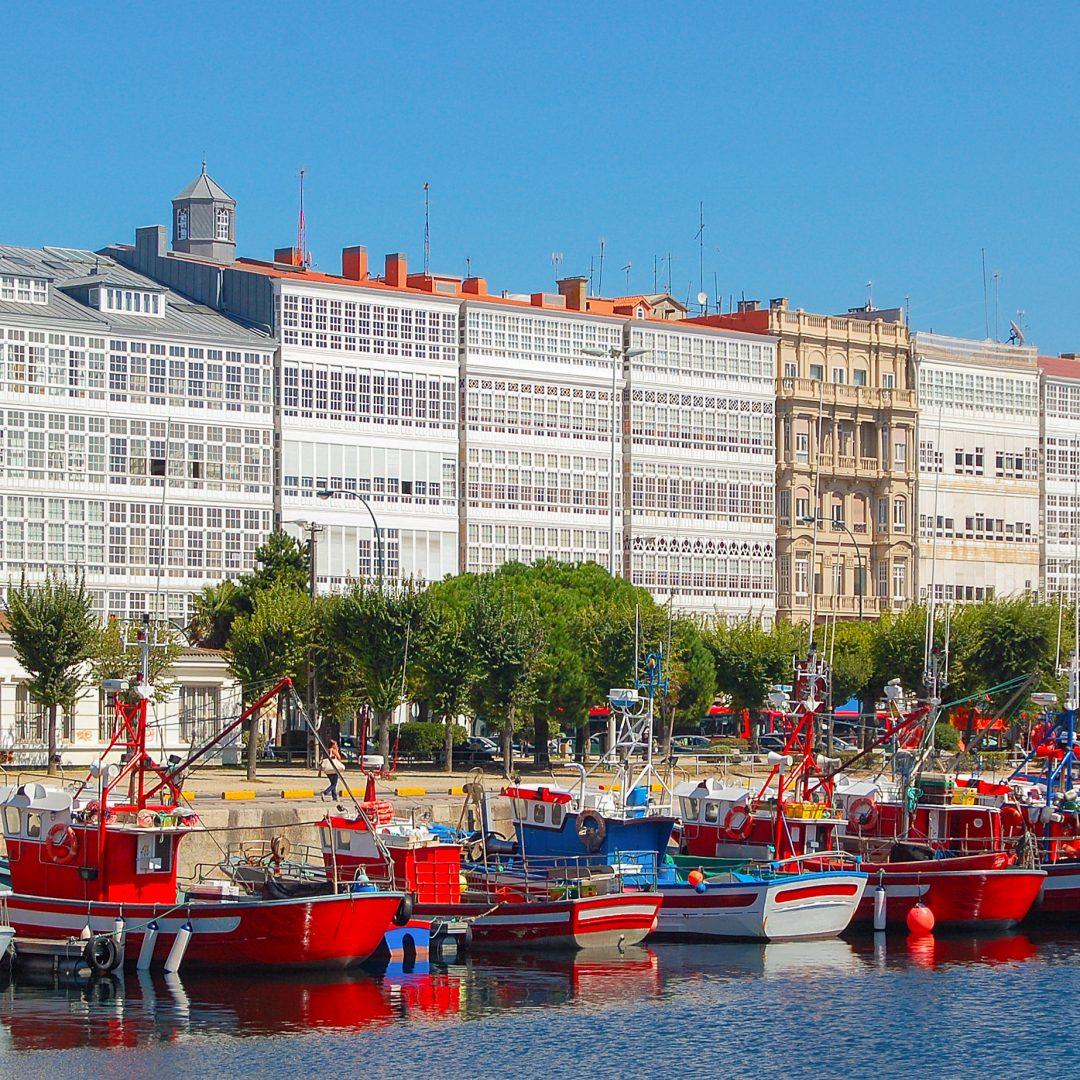Las Galerías De La Marina De A Coruña Y Su Diente De Oro La Historia De Un Icono