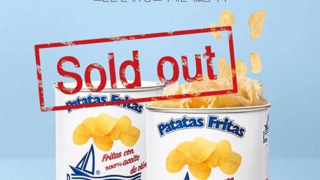 Cartel coreano que anuncia que las patatas están agotadas
