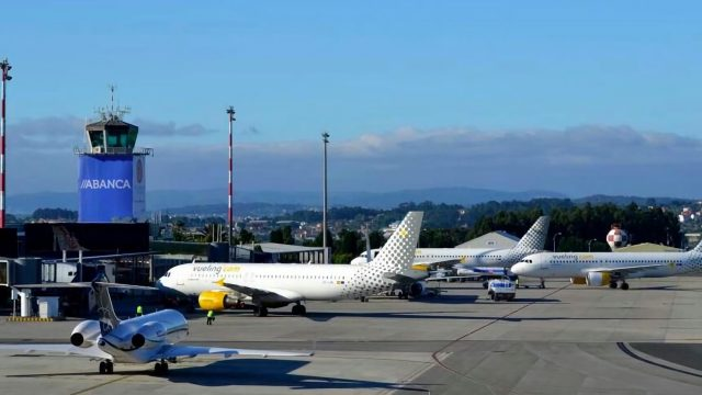 Aviones de Vueling en Alvedro.