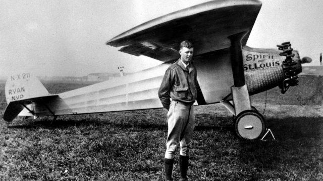 Charles Lindbergh y el Spirit of St. Louis. https://www.miamiherald.com