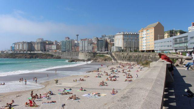 Playa del Orzán el pasado verano.