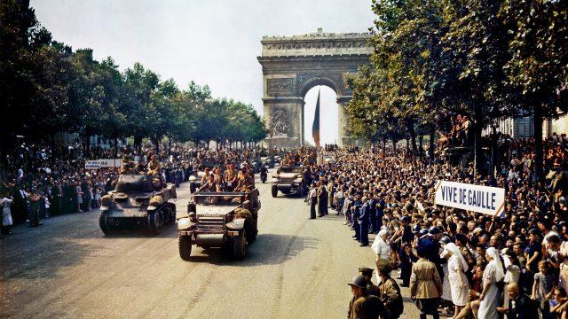 Desfile triunfal tras la liberación de París. https://es.wikipedia.org/