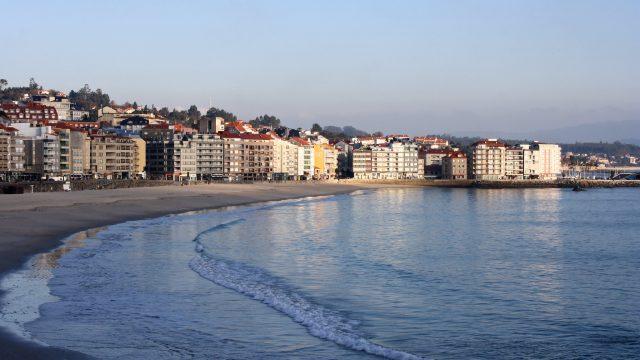 Paseo marítimo y playa de Silgar en Sanxenxo.