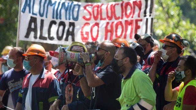 Manifestación de trabajadores de Alcoa San Cibrao.