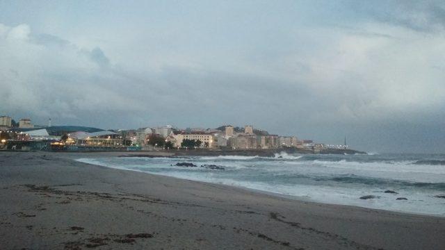 La playa de Riazor (A Coruña) en una foto de archivo.
