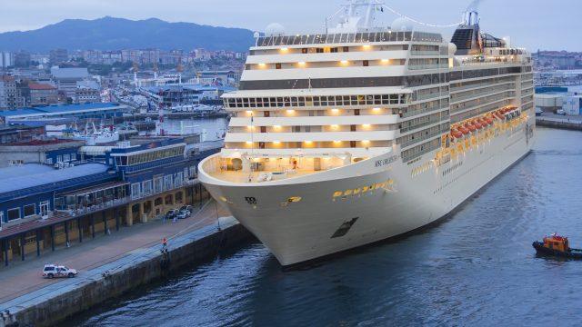 Un crucero de MSC frente a la Estación Marítima de Vigo en 2014.