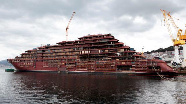 Crucero de lujo en construcción por Hijo de J. Barreras.