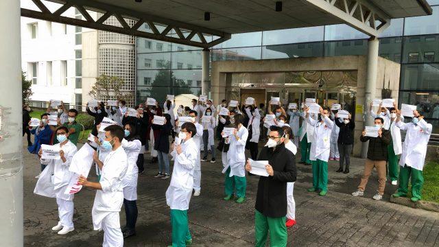 Médicos eventuales de Ferrolterra protestan por su situación.