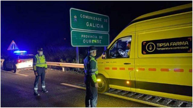 Llegada de la primera remesa de vacunas del coronavirus a Galicia en diciembre.