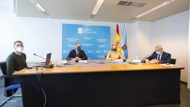 El conselleiro de Sanidade, acompañado por el gerente del Área Sanitaria de Vigo y por la delegada de la Xunta en la ciudad olívica.