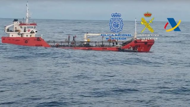 Un momento de la operación para interceptar al 'Nehir' frente a la costa gallega.