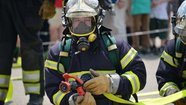 Un bombero en una foto de archivo.