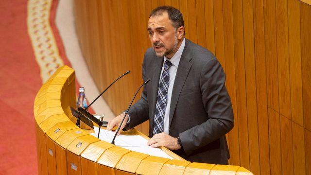 El conselleiro de Sanidade, Julio García Comesaña, en el Parlamento de Galicia.
