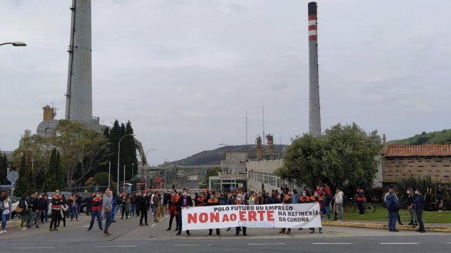 Trabajadores de la refinería de A Coruña en una movilización contra el ERTE.