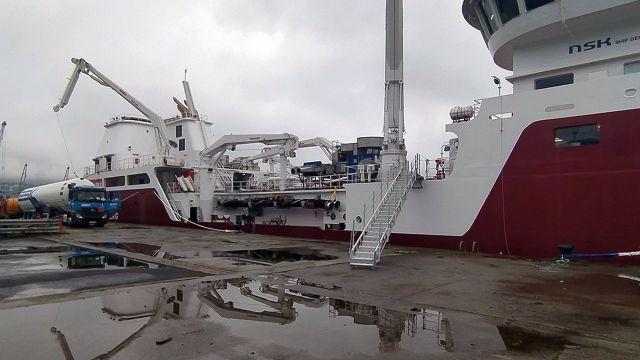 El Puerto de Ferrol acoge por primera vez una operación de suministro de gas natural licuado a un carguero de pescado vivo.