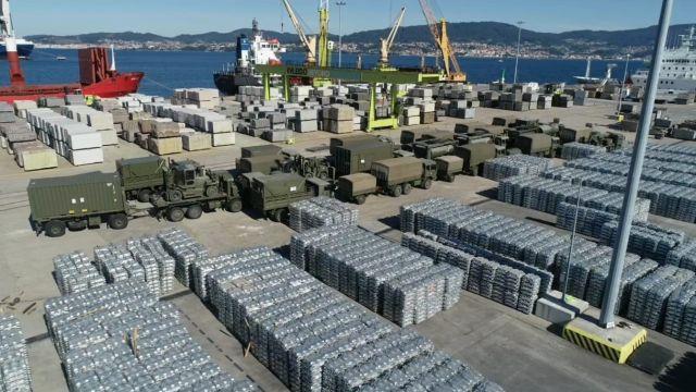 Los vehículos y contenedores con el material necesario para el ejercicio partieron del Puerto de Vigo esta semana