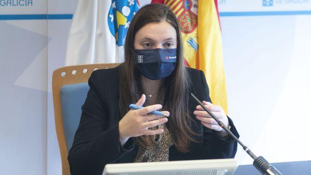 La directora xeral de Xuventude, Participación e Voluntariado, Cristina Pichel, presenta el programa Primavera Xove.