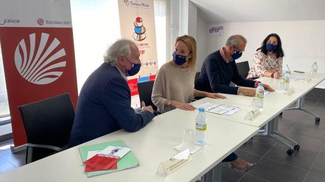 La delegada territorial de la Xunta de Galicia en Vigo, Marta Fernández-Tapias, y la fundación Menela presentando la iniciativa.