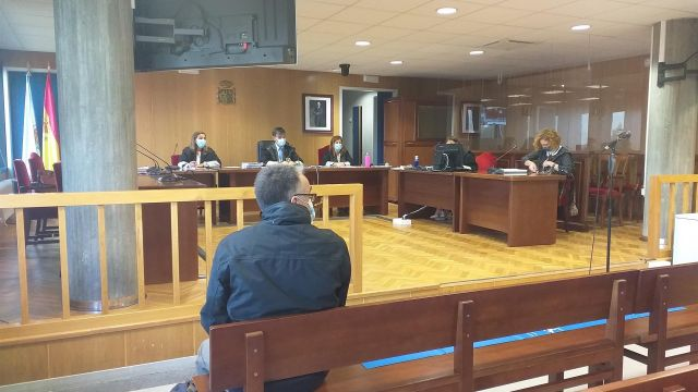Un entrenador de taekwondo acrobático, acusado de abusos sexuales a una menor, en la última sesión del juicio celebrado contra él, en la sección quinta de la Audiencia Provincial de Pontevedra (sede en Vigo)