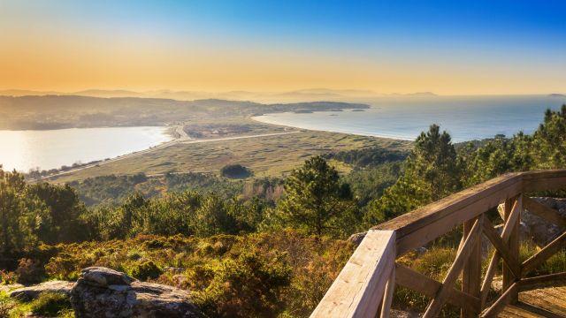 Playa de A Lanzada desde el monte Siradella.