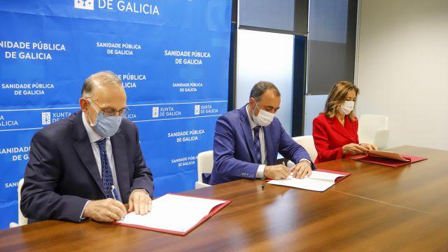 Conselleiro de Sanidade, Julio García Comesaña, el rector de la Universidad de Vigo, Manuel Joaquín Reigosa Roger y la directora de ADOS, Marisa López García