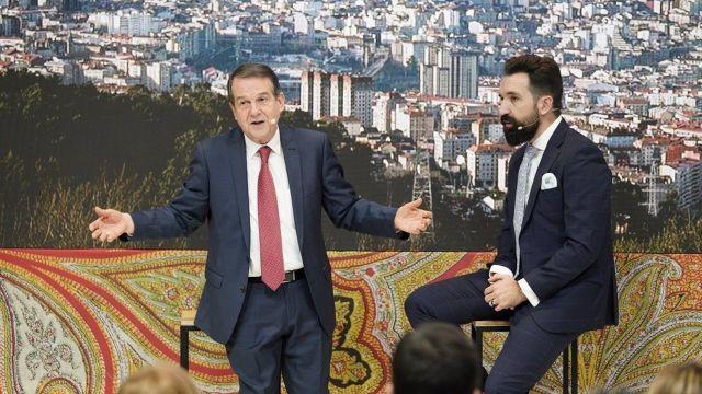 El alcalde de Vigo, Abel Caballero, y el cómico Miguel Lago, en la presentación de Vigo en Fitur en enero de 2020.