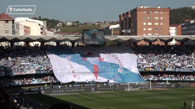 Tifo empregado durante o himno galego do derbi entre Celta e Deportivo en 2018 en Balaídos