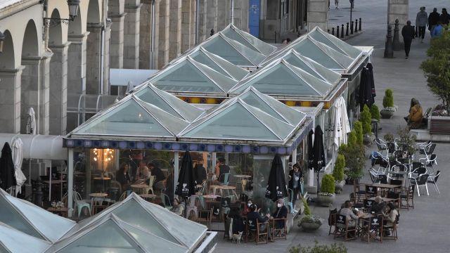 Las terrazas de varios bares de A Coruña.
