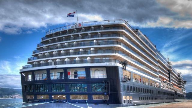 Un crucero en el puerto de Vigo.