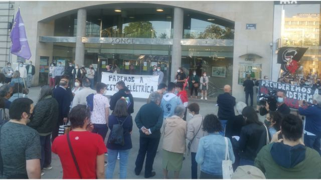 Protesta contra la nueva tarifa eléctrica en el Obelisco de A Coruña.