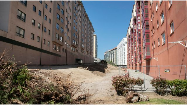 Obras en la futura senda verde de Novo Mesoiro (A Coruña).