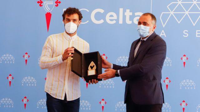 Sergio Álvarez recibe la distinción del Conselleiro de Sanidade