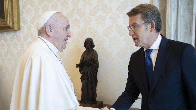 El papa Francisco y Alberto Núñez Feijóo.
