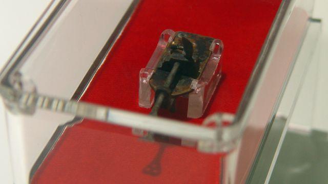 Microscopio creado en el siglo XVII por Antony Van Leeuwenhoek