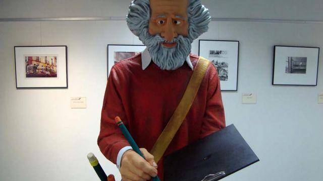 Escultura de Xaquín Marín en el Museo do Humor de Fene.