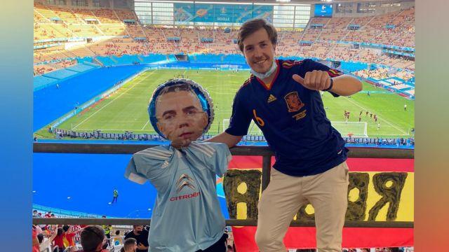 Borja Torea con Iago Aspas, en el Olímpico de La Cartuja viendo a España