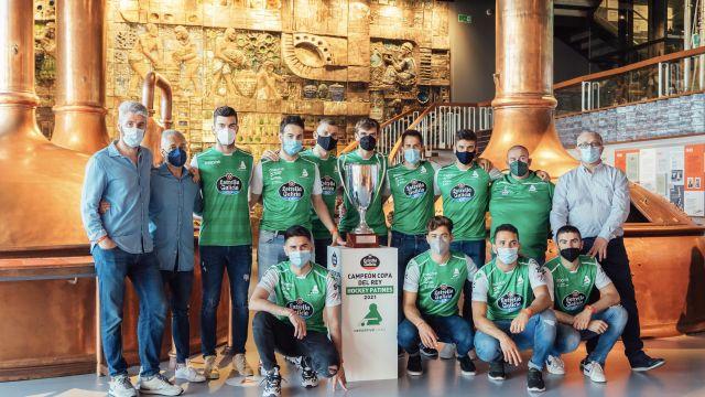 El Hockey Liceo visita el Museo Mega, en A Coruña.