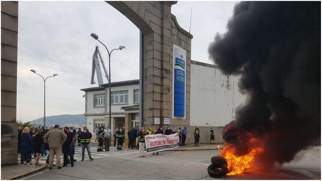 Protesta de los trabajadores frente al astillero.