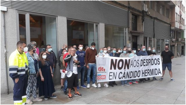 Concentración de los trabajadores de Cándido Hermida en Ferrol.