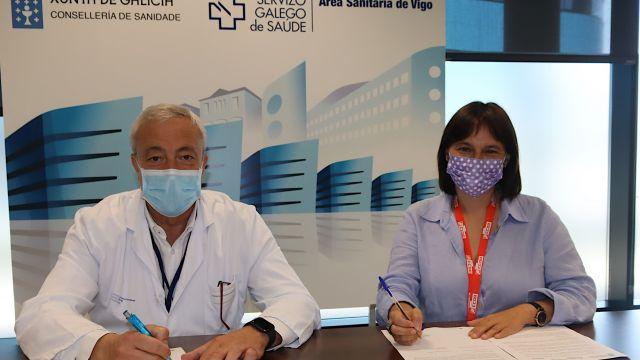 El gerente del área sanitaria, Javier Puente, y la presidenta de la Comisión de Centros de Atención Hospitalaria, María José Diéguez.