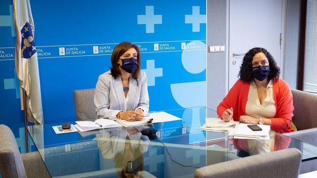 La conselleira de Medio Ambiente, Ángeles Vázquez, y la directora xeral de Patrimonio Natural, Belén do Campo, en reunión sobre el lobo.