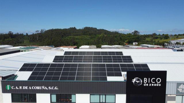 Paneles solares instalados por EnchufeSolar en la sede de Bergondo de la CAP de A Coruña.