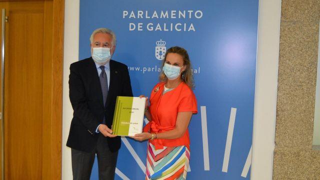 La valedora do Pobo, María Dolores Fernández Galiño, hace entrega de la memoria anual relativa a 2020.