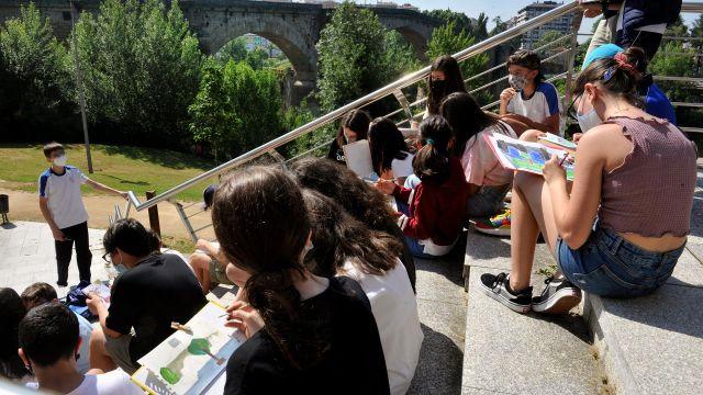 Jóvenes estudiantes en Ourense.
