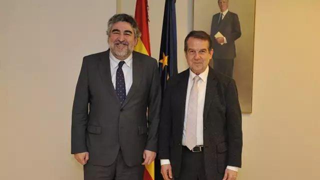 El Ministro de Cultura y Deporte, Rodríguez Uribes, junto al alcalde de Vigo, Abel Caballero