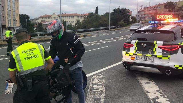 Uno de los controles de tráfico de la Guardia Civil realizado el pasado fin de semana en las carreteras gallegas.