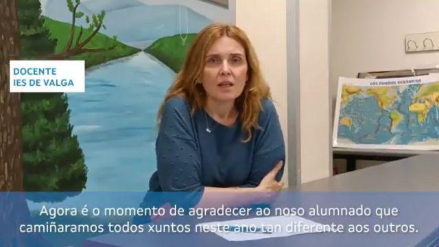 La docente del IES de Valga, Loli Ríos Balsa, participa en el vídeo.
